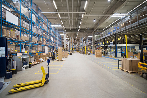 Shipping「High rack warehouse in factory」:スマホ壁紙(17)