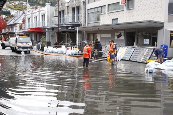 Effort「Queenstown Braces For Flooding As Water Keeps Rising」:写真・画像(6)[壁紙.com]