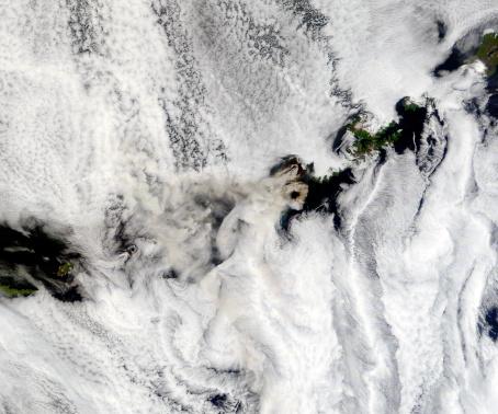 Volcano Islands「August 3, 2008 - Plume from Okmok Volcano, Aleutian Islands (morning overpass) at 22:45 UTC.」:スマホ壁紙(14)