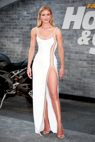"""Rosie Huntington-Whiteley「Premiere Of Universal Pictures' """"Fast & Furious Presents: Hobbs & Shaw"""" - Arrivals」:写真・画像(10)[壁紙.com]"""