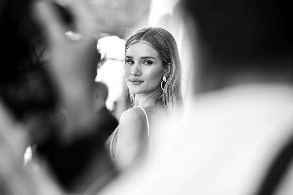 """Rosie Huntington-Whiteley「Premiere Of Universal Pictures' """"Fast & Furious Presents: Hobbs & Shaw"""" - Red Carpet」:写真・画像(19)[壁紙.com]"""
