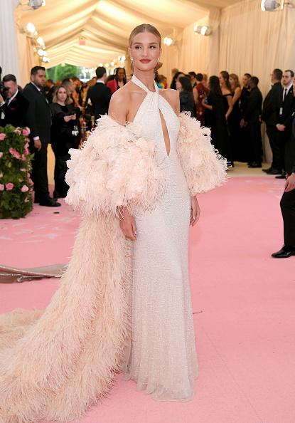 Rosie Huntington-Whiteley「The 2019 Met Gala Celebrating Camp: Notes on Fashion - Arrivals」:写真・画像(16)[壁紙.com]