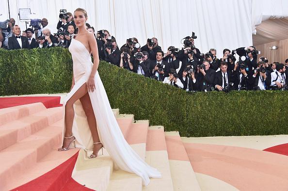 "Rosie Huntington-Whiteley「""Manus x Machina: Fashion In An Age Of Technology"" Costume Institute Gala」:写真・画像(16)[壁紙.com]"
