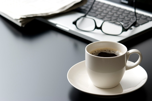Eyeglasses「Laptop and a cup of coffee on office desk」:スマホ壁紙(12)