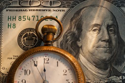 American One Hundred Dollar Bill「Pocket watch on one hundred dollar bill, studio shot」:スマホ壁紙(18)