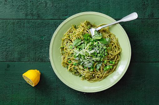 Savory Food「Summer vegetarian pasta with broccoli pesto, peas and mint」:スマホ壁紙(18)