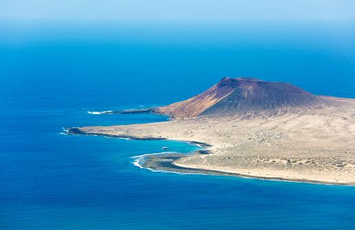 La Graciosa - Canary Islands「View over La Graciosa from the Mirador del Río, Yé, Lanzarote, Canary Islands, Spain」:スマホ壁紙(10)
