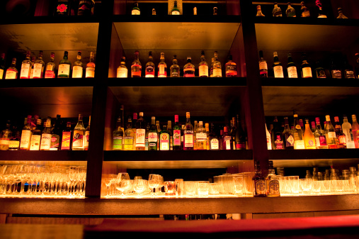 Bar Counter「Liquor Bottles at Bar」:スマホ壁紙(18)