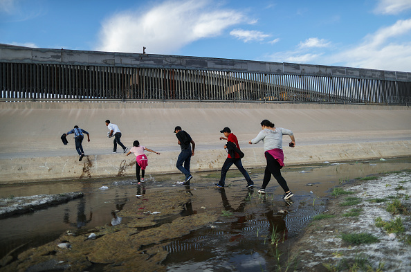 Southern USA「Swelling Numbers Of Migrants Overwhelm Southern Border Crossings」:写真・画像(6)[壁紙.com]