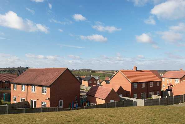 Outdoors「Modern housing estate in the countryside, Hadleigh, Suffolk, UK」:写真・画像(16)[壁紙.com]