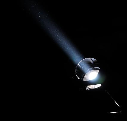 Ambient Light「A white light beam shining through the darkness」:スマホ壁紙(14)