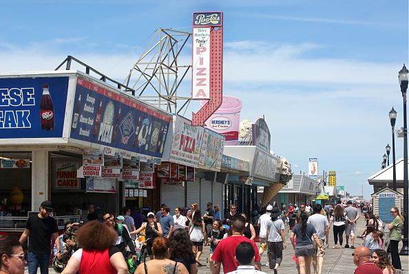 New Jersey「New Jersey Beaches And Boardwalks Start To Reopen Amid Coronavirus Pandemic」:写真・画像(1)[壁紙.com]