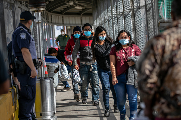 """Built Structure「Asylum Seekers Cross Into U.S. In Reversal Of Trump's """"Remain In Mexico"""" Policy」:写真・画像(15)[壁紙.com]"""