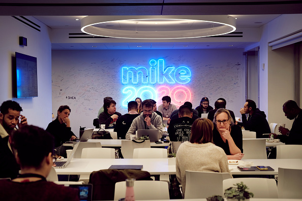Headquarters「Staffers Work In The New York City Headquarters Of  Democratic Presidential Candidate Mike Bloomberg」:写真・画像(15)[壁紙.com]
