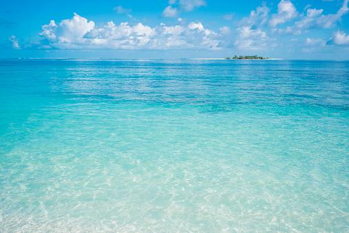 Island「Maldives, Ari Atoll, view to the sea」:スマホ壁紙(6)