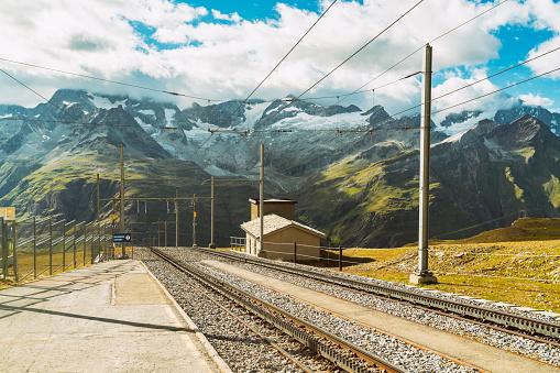 Station「Mountainscape with train tracks, Zermatt Roterboden, Valais, Switzerland」:スマホ壁紙(17)