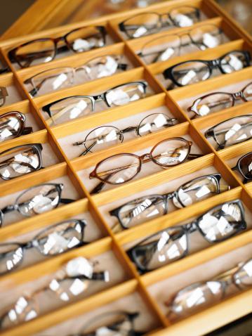 Vertical「Display case of eyeglasses, close-up, high angle view」:スマホ壁紙(3)