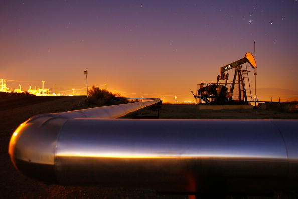 Industry「Surging Oil Industry Brings Opportunity To Rural California」:写真・画像(9)[壁紙.com]