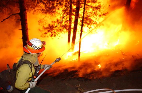 Aspen Tree「Firefighters Work To Control Arizona Blaze」:写真・画像(9)[壁紙.com]