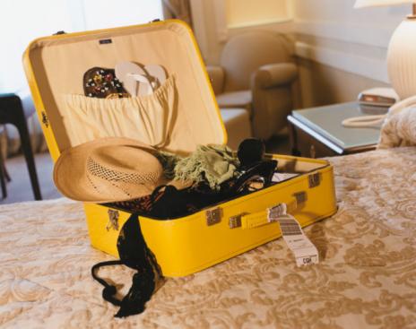Flip-Flop「Open Suitcase on Bed」:スマホ壁紙(11)