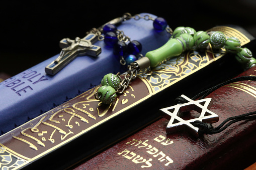 Religion「Christianity, Islam and Judaism : 3 monotheistic religions. Bible, Quran and Bible. Interfaith symbols.  France.」:スマホ壁紙(19)