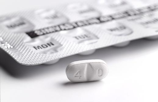 Number「Statin blister pack and pill」:スマホ壁紙(7)