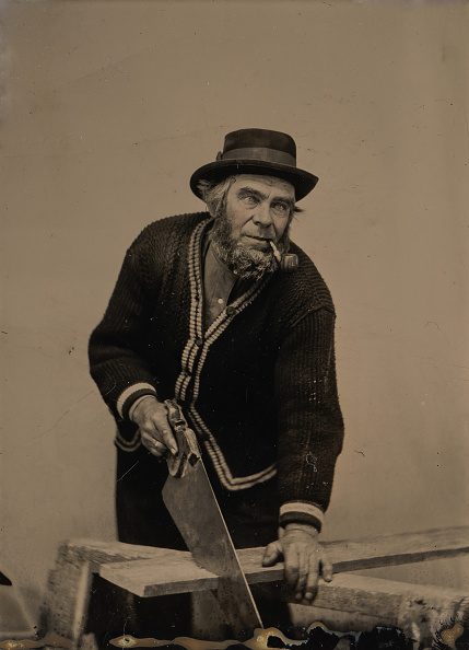 Black And White「Carpenter Sawing A Plank Of Wood」:写真・画像(16)[壁紙.com]