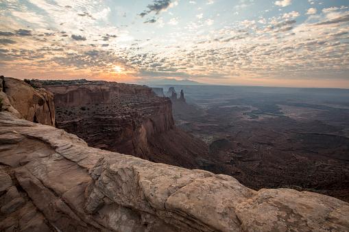 USA「Sunrise at Mesa Arch in Canyonlands National Park, Moab, Utah, United States」:スマホ壁紙(9)