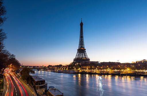 Blurred Motion「Sunrise at the Eiffel Tower in Paris along the Seine」:スマホ壁紙(3)
