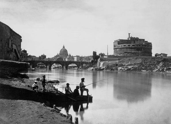 Black And White「Fishing In Rome」:写真・画像(18)[壁紙.com]