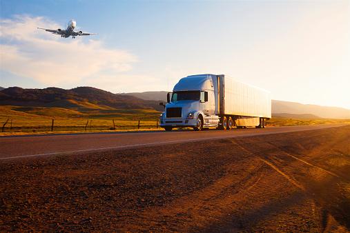 Remote Location「transportation: Truck  and airplane」:スマホ壁紙(10)