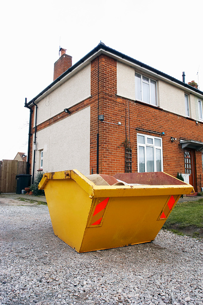 Business Finance and Industry「Skip in front of a house under refurbishment」:写真・画像(5)[壁紙.com]