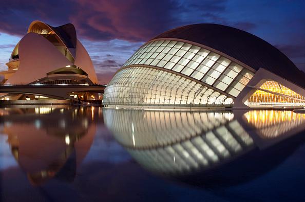 Architecture「The city of arts and science. Valencia. Spain. (Ciudad de las artes y las ciencias) view with reflections in lake at dusk」:写真・画像(11)[壁紙.com]