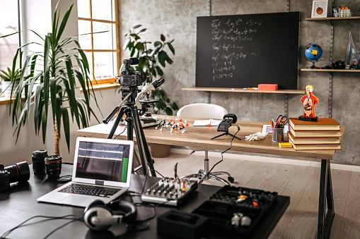 E-Learning「Recording equipment for educational vlog tutorial」:スマホ壁紙(13)