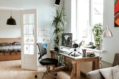 Computer Equipment「Digital artist's home office」:スマホ壁紙(11)