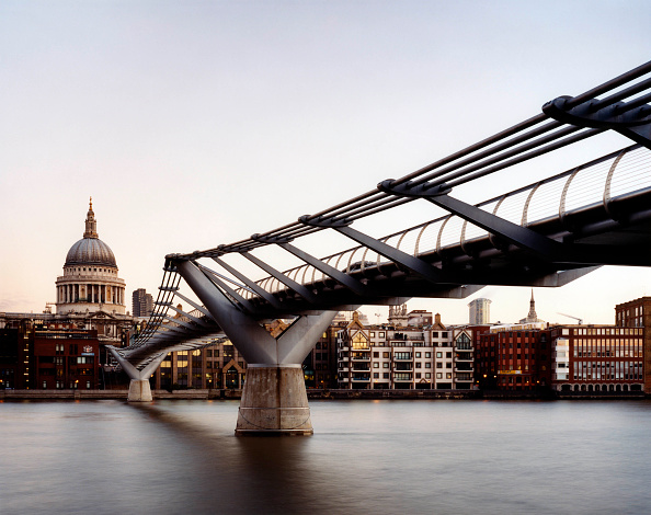 No People「Millennium Bridge with St Pauls Cathedral in background, London, United Kingdom. Footbridge designed by Norman Foster and Partners.」:写真・画像(6)[壁紙.com]