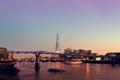 London Bridge - England「Millennium Bridge and The Shard in London at twilight」:スマホ壁紙(12)
