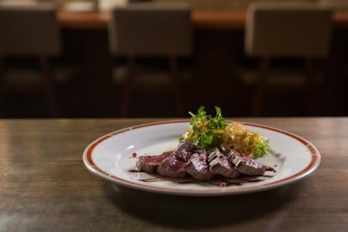 Meat「Steak dinner on a restaurant table」:スマホ壁紙(1)