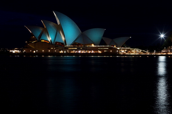 Lisa Maree Williams「Opera House Sails Illuminate Teal For Ovarian Cancer」:写真・画像(10)[壁紙.com]