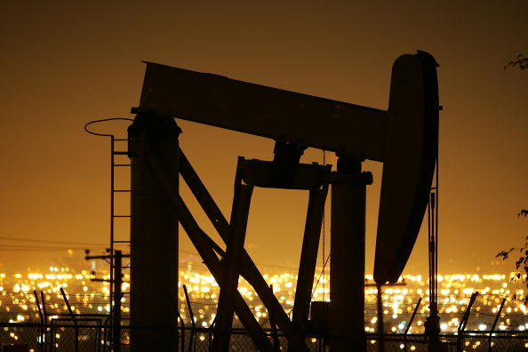 Industry「Oil Prices Hit Historic High On Weak Dollar」:写真・画像(11)[壁紙.com]