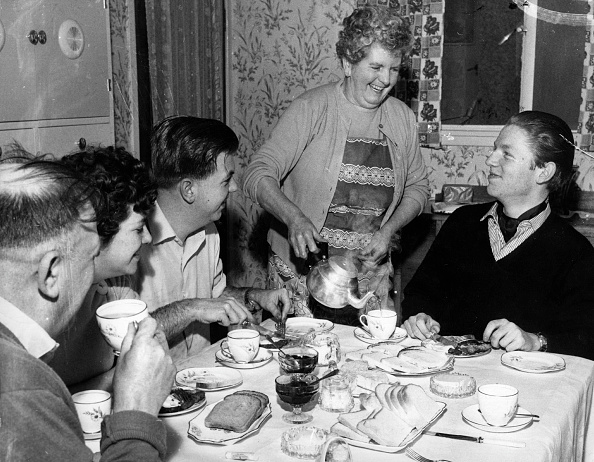Pouring「Tea Table」:写真・画像(7)[壁紙.com]