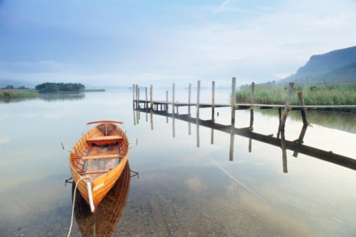 Shallow「Empty rowing boat by wooden jetty on still lake」:スマホ壁紙(8)