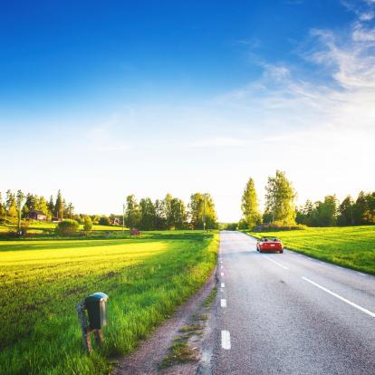 Driving「Rural scene in Sweden」:スマホ壁紙(1)