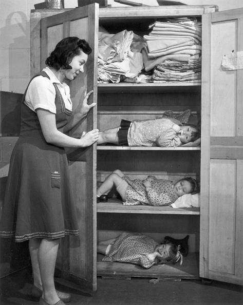 Black And White「Cupboard Shelter」:写真・画像(0)[壁紙.com]