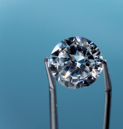 Tweezers「Tweezers holding diamond, close-up」:スマホ壁紙(13)
