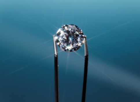 Tweezers「Tweezers holding diamond, close-up」:スマホ壁紙(9)