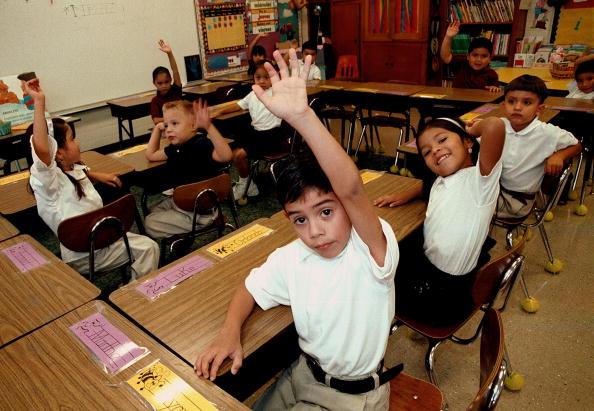 Classroom「Monolingual Hispanic Students Learn English」:写真・画像(18)[壁紙.com]