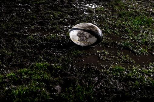 British Columbia「Rugby ball on muddy field」:スマホ壁紙(8)
