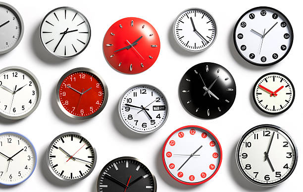A selection of wall clocks showing different times:スマホ壁紙(壁紙.com)