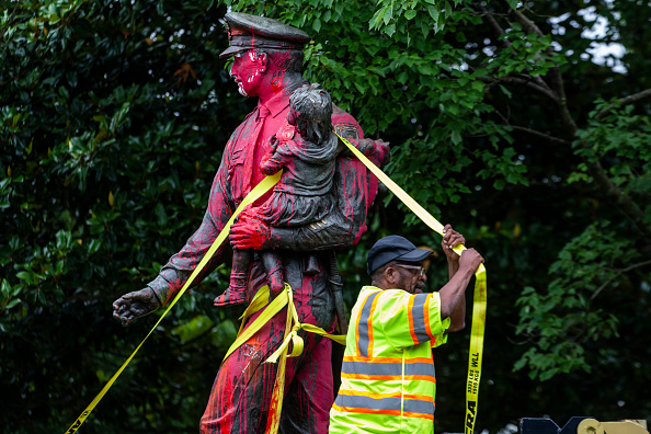 Statue「Controversy Heightens Over Historic Statues In Virginia」:写真・画像(4)[壁紙.com]